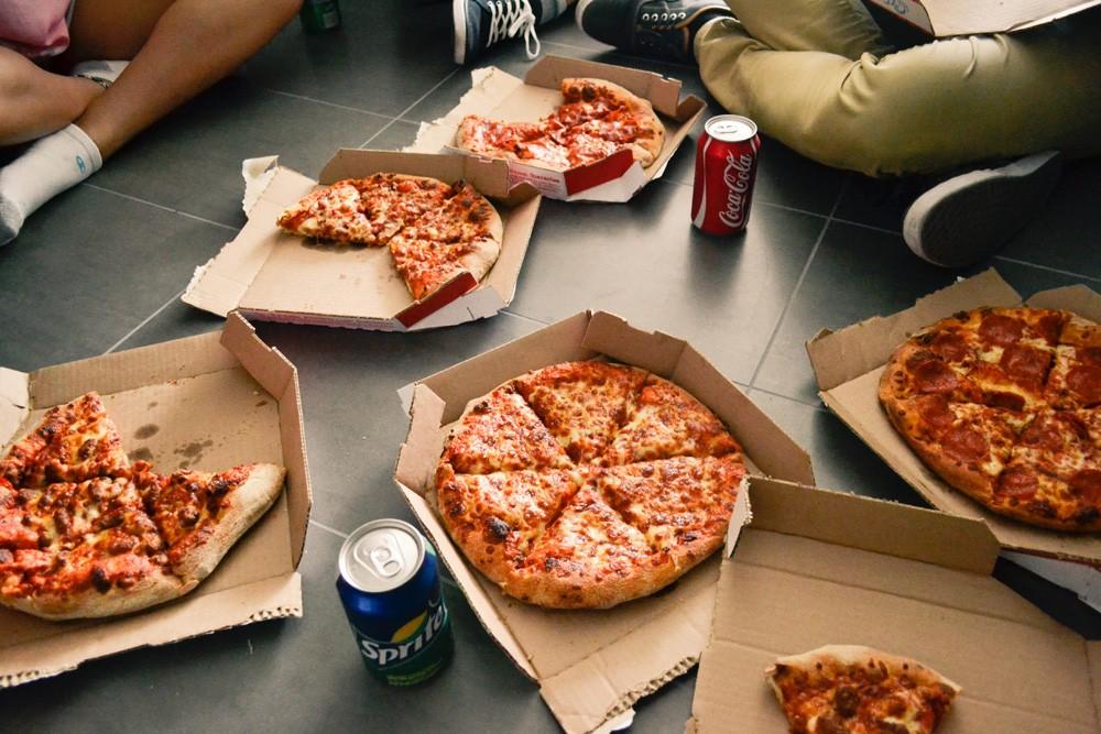 Как есть пиццу по итальянски?