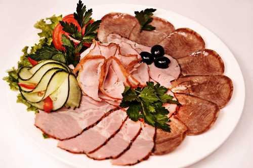 Мясная тарелка (корейка свиная кз, окорок свиной вк, рулет куриный кз)