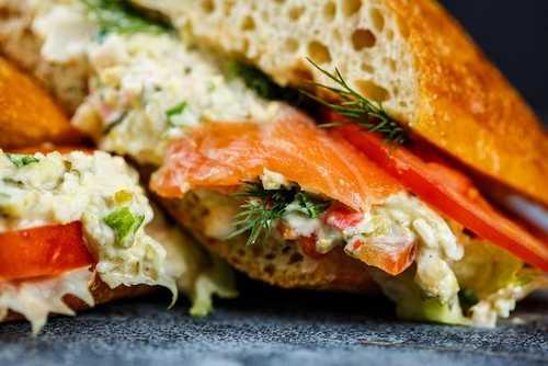 Сэндвич с лососем сс и укропом