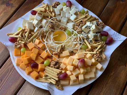Cырная тарелка (Бри, Козий, Дуо с лососем)