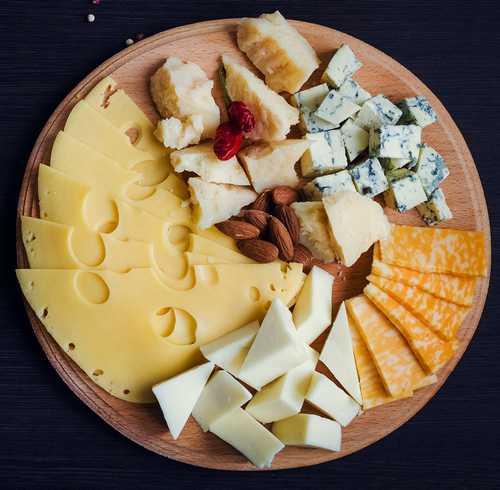 Cырная тарелка (Чеддер, Эмменталь, Маасдам)