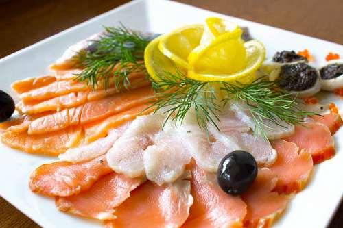 Рыбная тарелка (кета с/с, горбуша с/с, кальмар г/к)