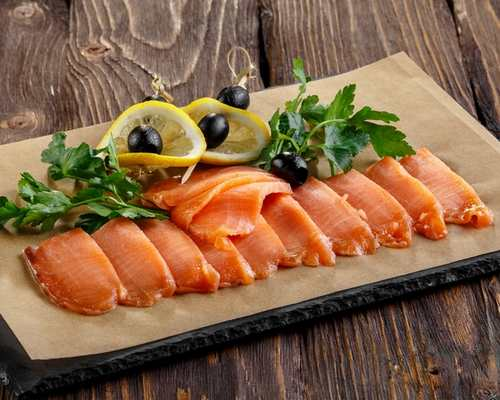 Рыбная тарелка (лосось с/с, лосось х/к, лосось в лимонном соке)
