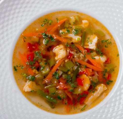 Суп мясной с вермишелью, сладким перцем и помидорами (15 250)