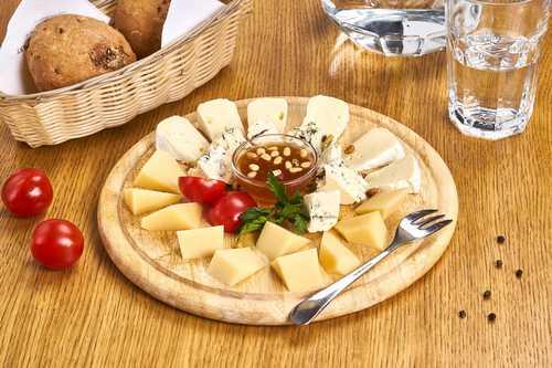 Сырная тарелка (Камамбер, Козий Шевр, Дуо с орехами)