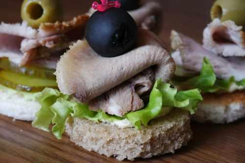 Рецептура блюда Бутерброды с заливной рыбой или мясом, или языком