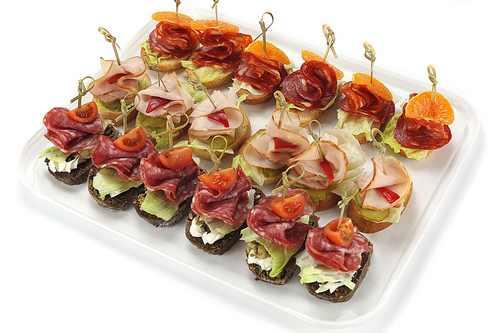 Рецептура блюда канапе с мясными гастрономическими изделиями и сыром