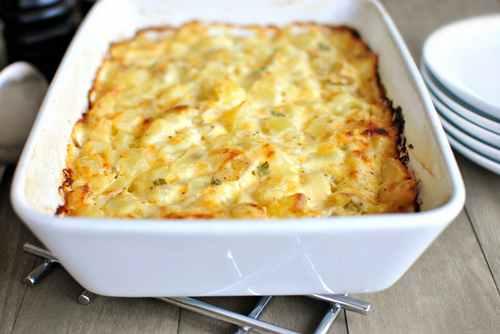Картофельная запеканка из сырого, с луком и сыром