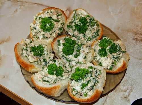 Рецептура блюда Бутерброды с рыбными консервами