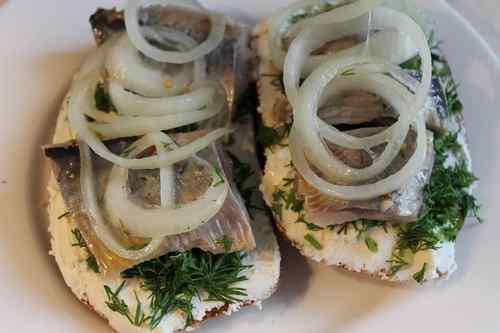 Рецептура блюда Бутерброды с сельдью или килькой