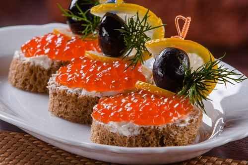 Рецептура блюда канапе с икрой и рыбными гастрономическими изделиями