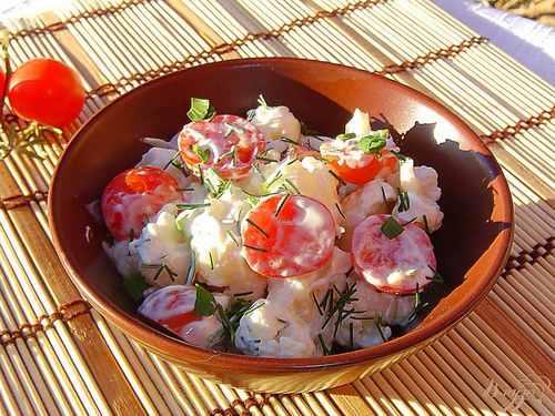 Рецептура блюда Салат из цветной капусты, помидоров и зелени