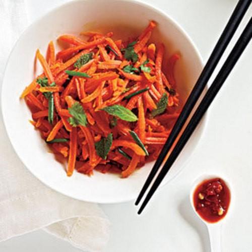 Салат из острой моркови