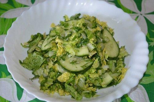 Салат из пекинской капусты с огурцами и лимонным соком