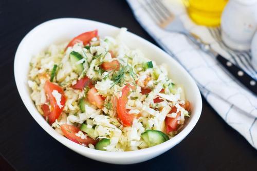 Салат из пекинской капусты с огурцами и помидорами
