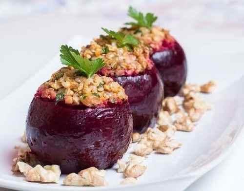 Свекла, фаршированная овощами, с красным вином