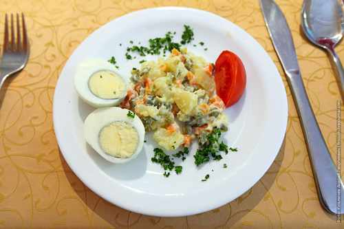 Яйца под майонезом с гарниром