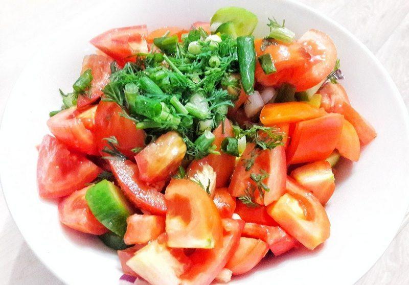 Салат из помидоров, огурцов и болгарского перца