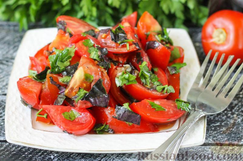 Салат из помидоров с базиликом