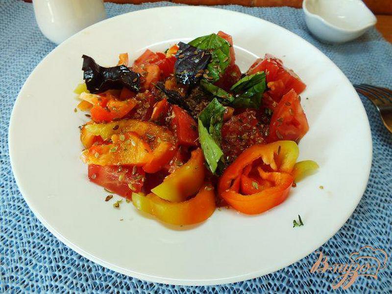 Салат из помидоров с розмарином